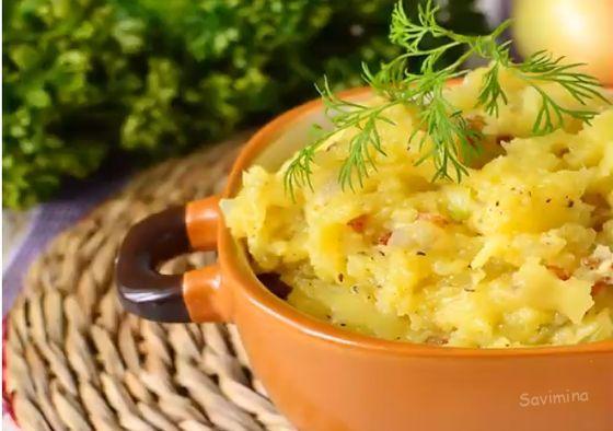Kartofelnoe-pyure-s-lukom-i-salom